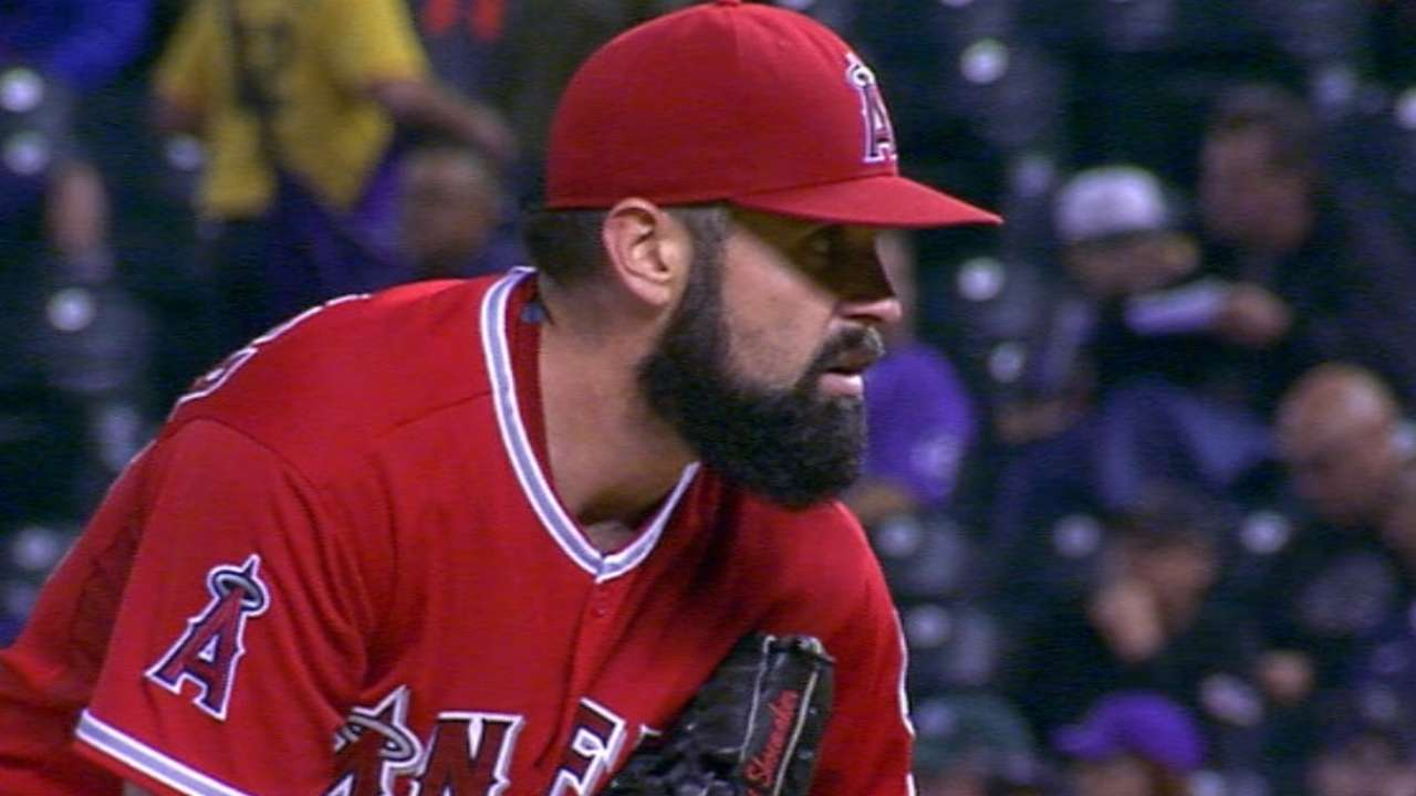 Shoemaker gets out of jam in 5th