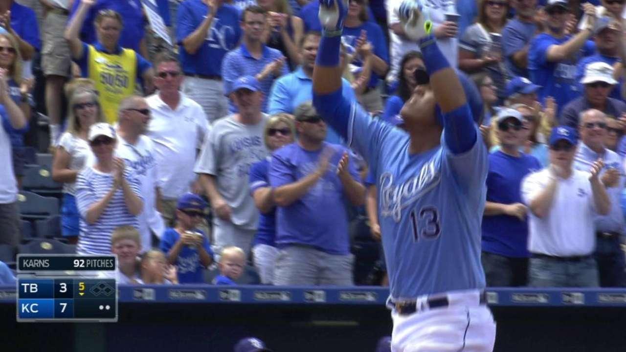Hot-hitting Royals sweep Rays