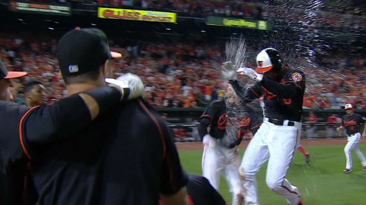 Schoop belts walk-off homer to lift O's over Nats