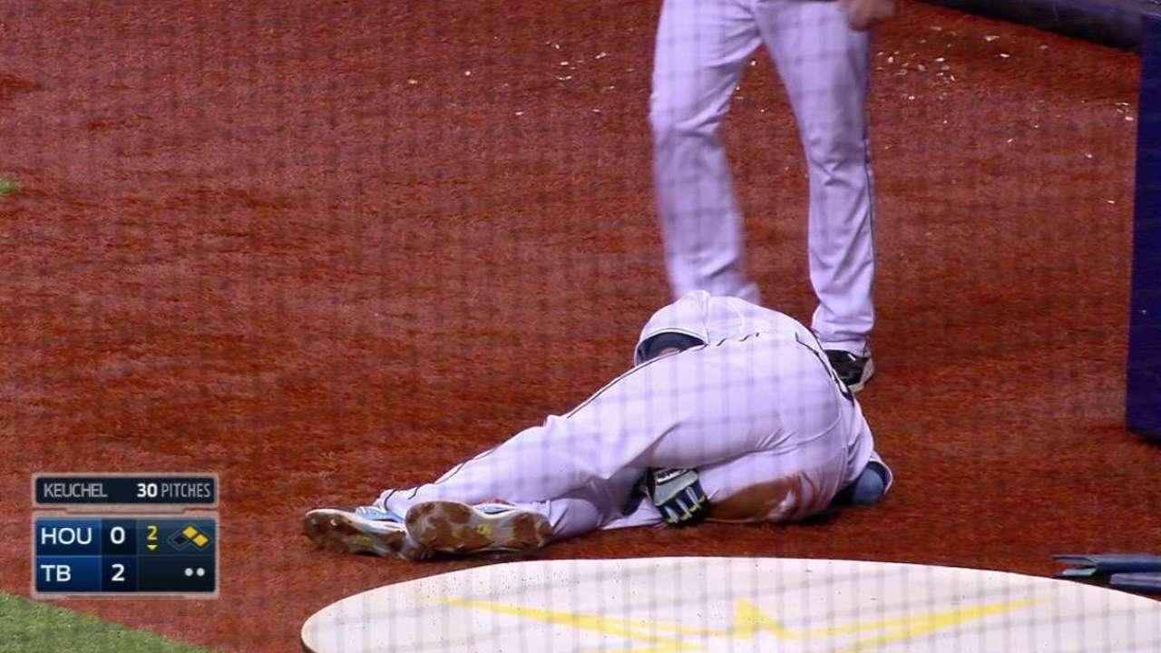 Cabrera exits with right hamstring strain