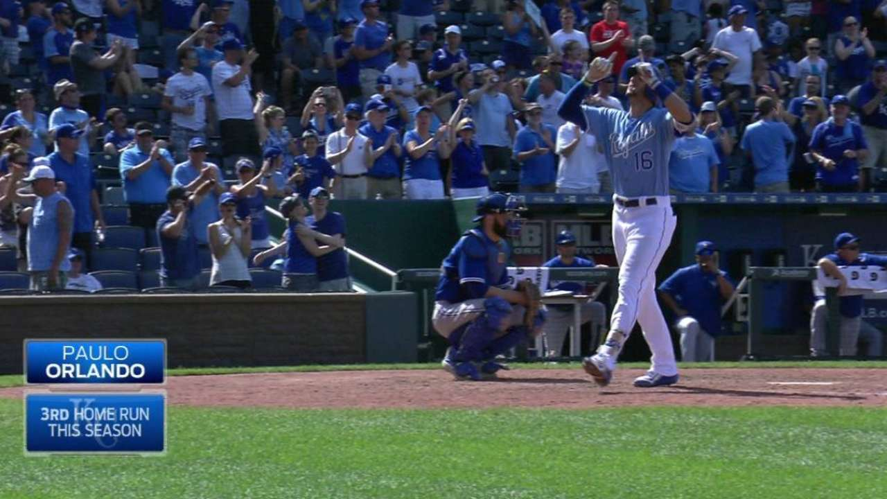 Orlando's HR rescues Royals against Blue Jays