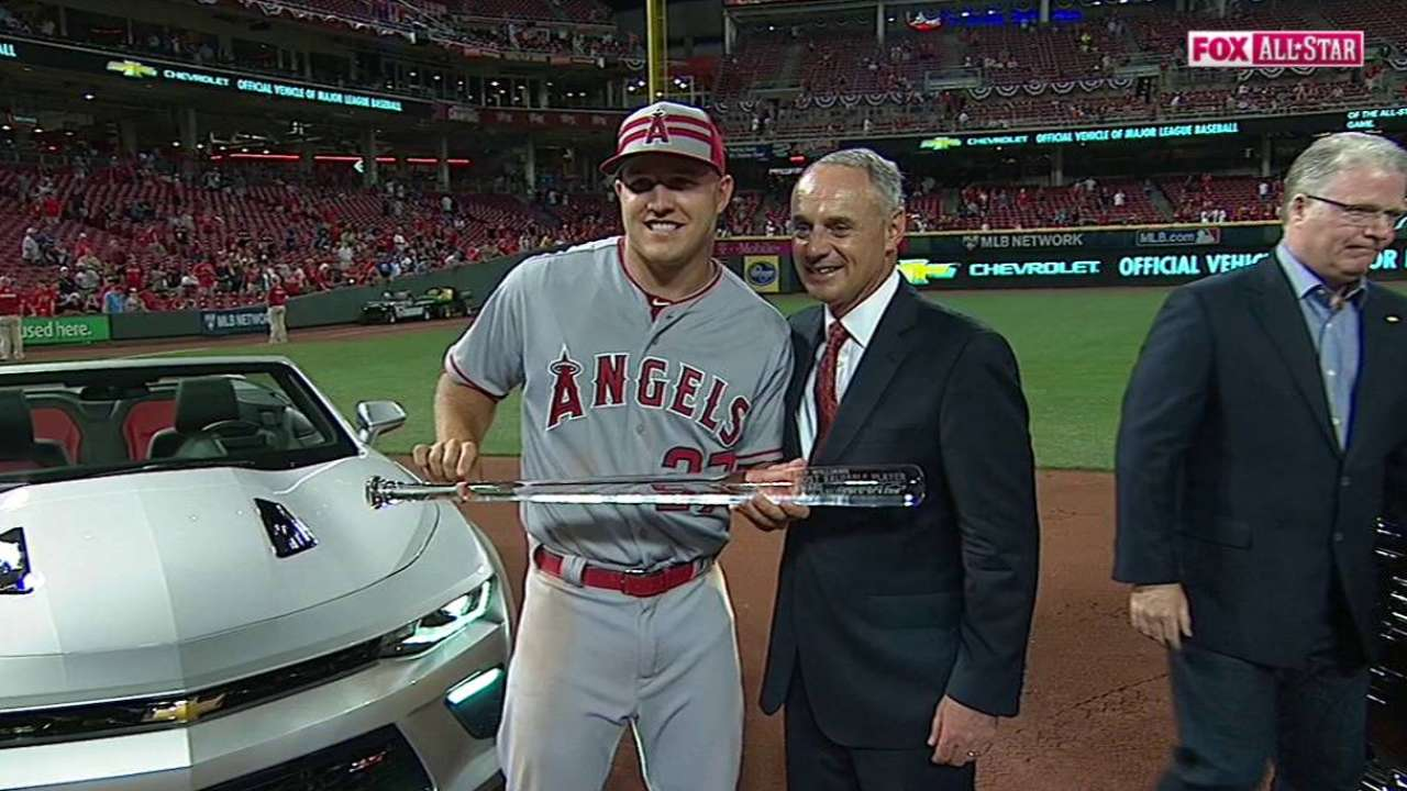 Trout gives All-Star bat to Hall of Fame