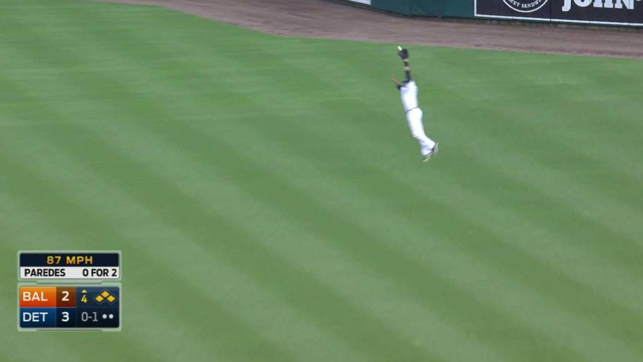 J.D. Martinez's leaping catch