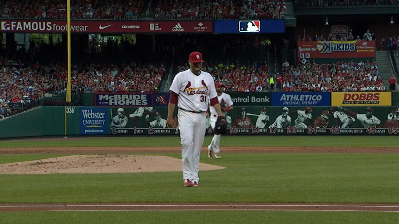 Lynn sets stage for Cardinals' comeback