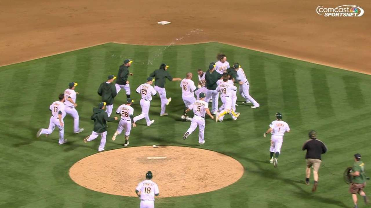 Vogt's walk-off lifts A's over Twins in 10th
