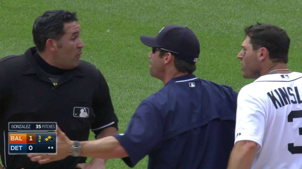 Kinsler ejected after slamming bat on flyout