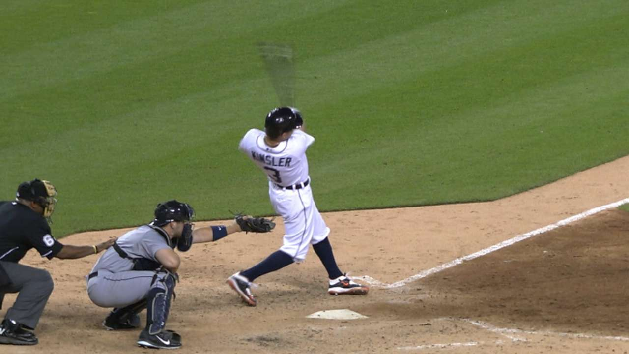 Kinsler sends message with clutch home run
