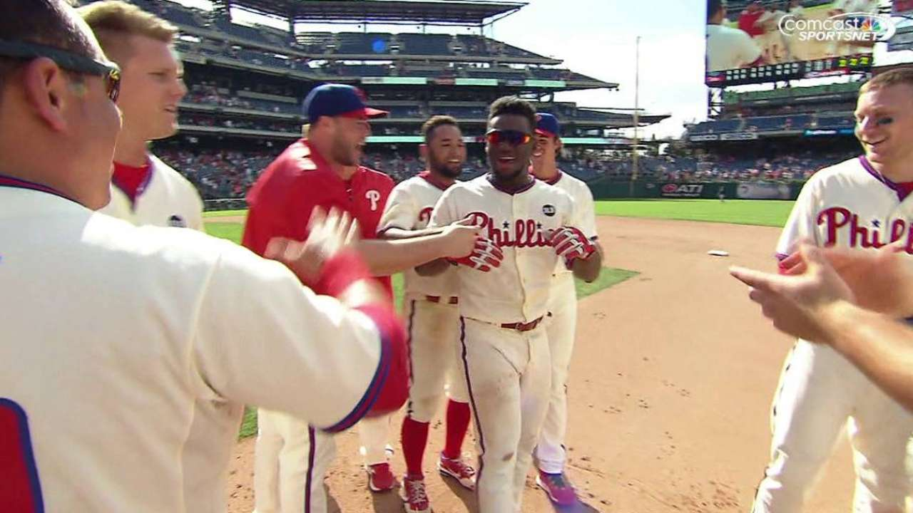 Herrera's walk-off single