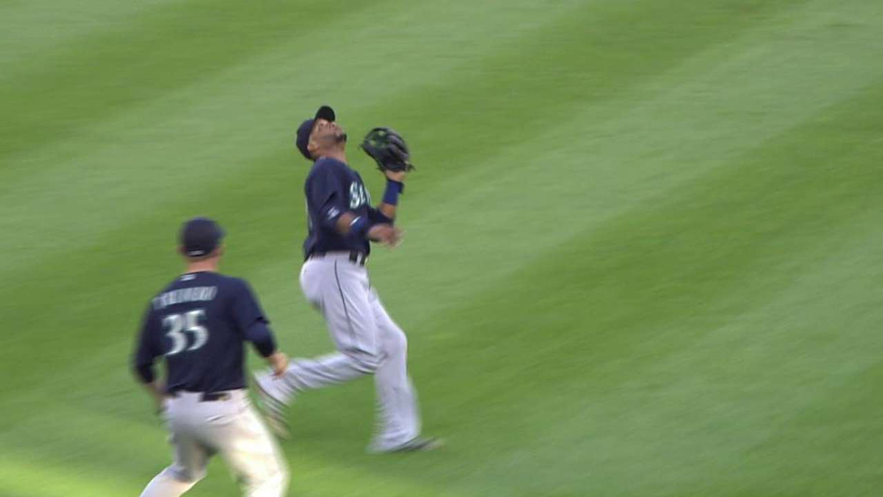 Cano's over-the-shoulder catch