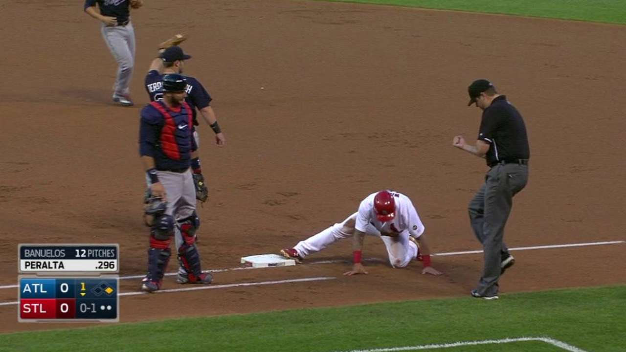 Banuelos catches Wong on pickoff