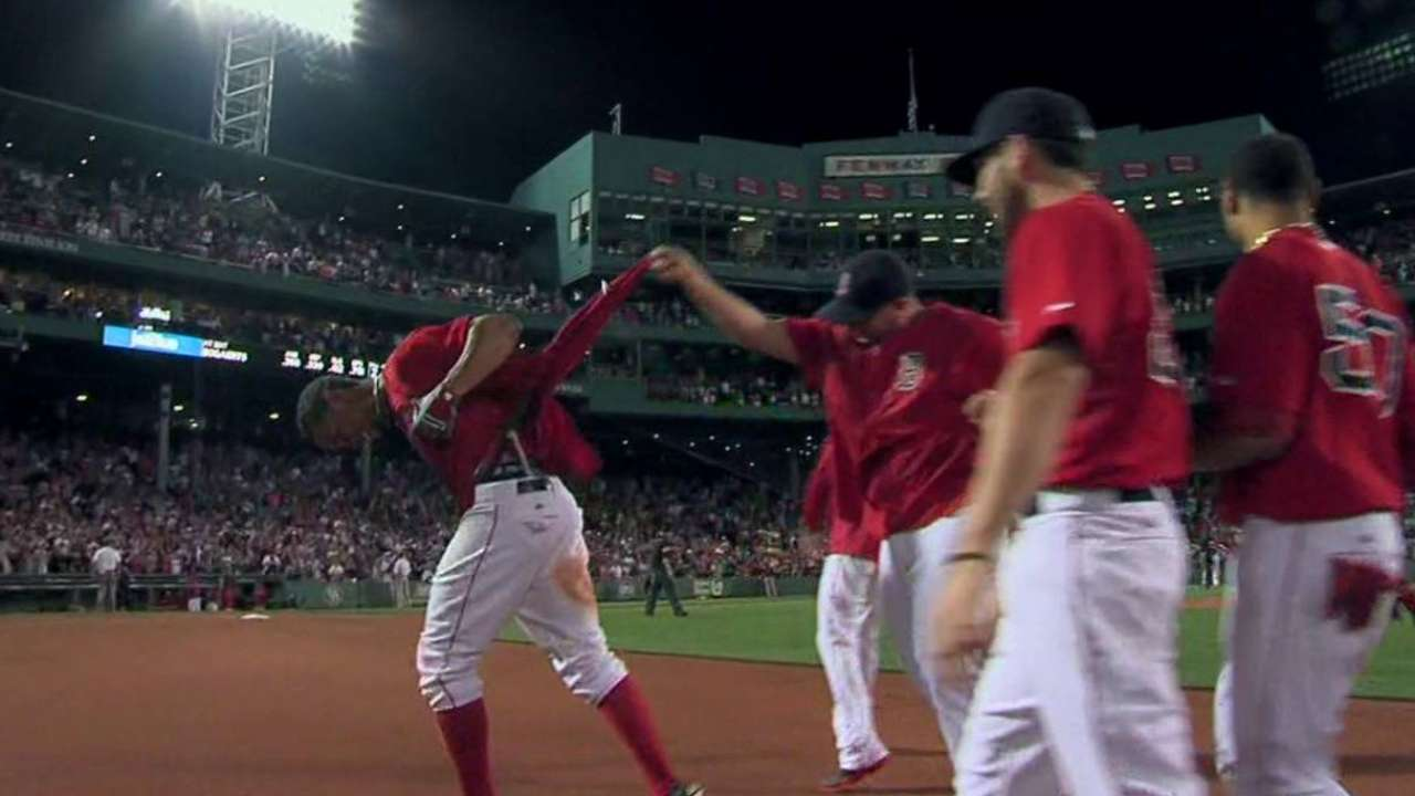 Bogaerts' walk-off lifts Sox over Tigers in 11th