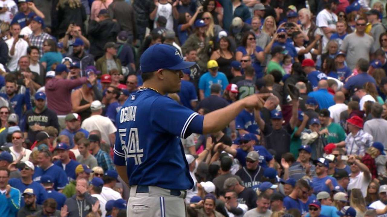 Osuna closes the door