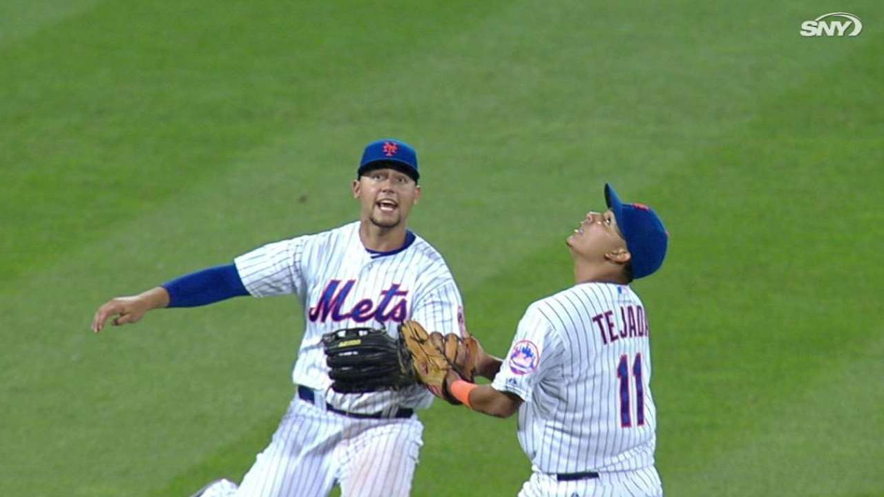Mets collide on Crawford's hit