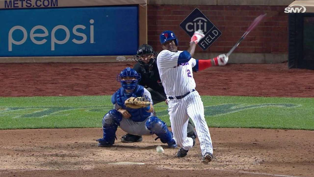 Uribe's first hit with Mets