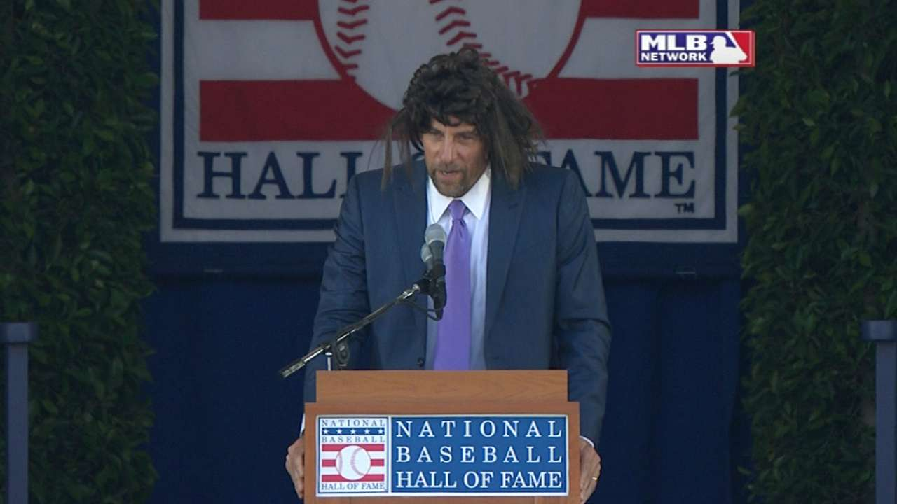 Smoltz wears wig in HOF speech