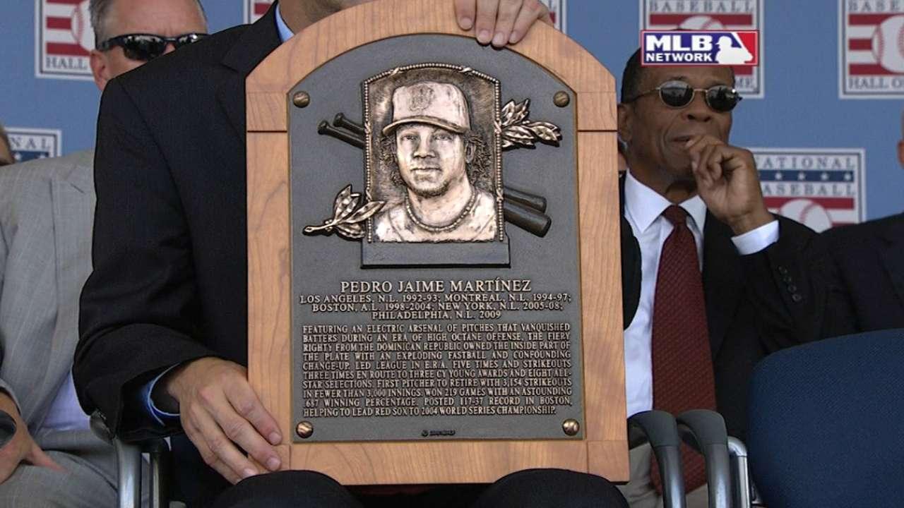 Manfred reads Martinez's plaque