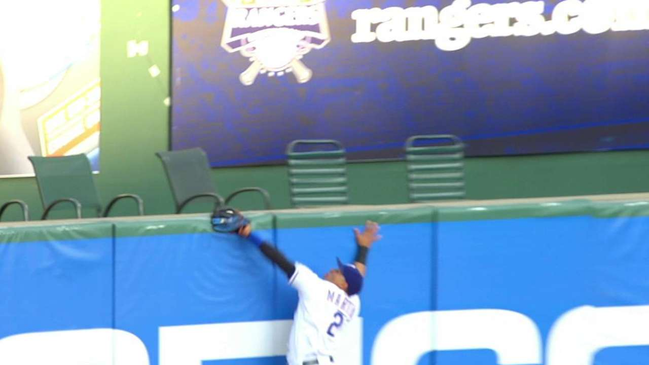Martin robs Teixeira with leaping catch at wall