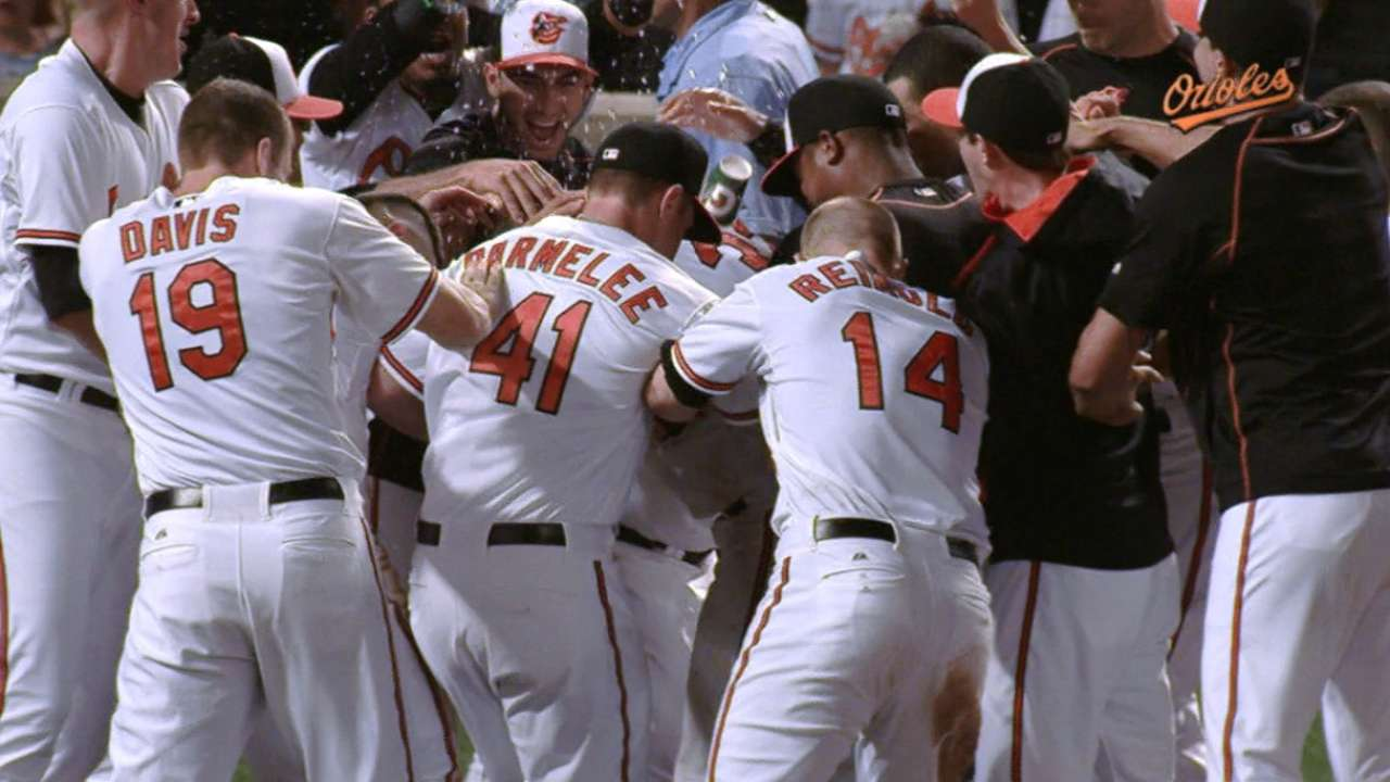 Wieters walks off with Markakis' homecoming crown