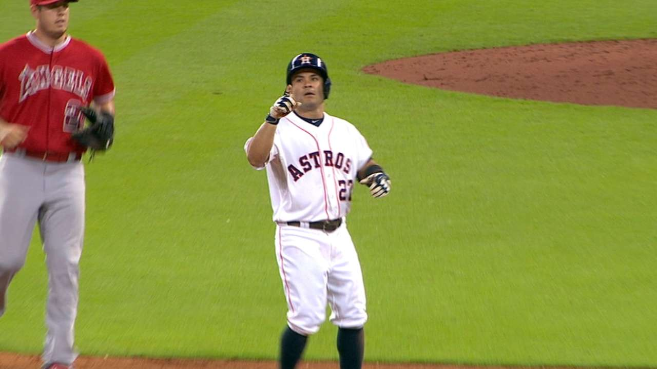 Altuve's aggressiveness pays dividends for Astros