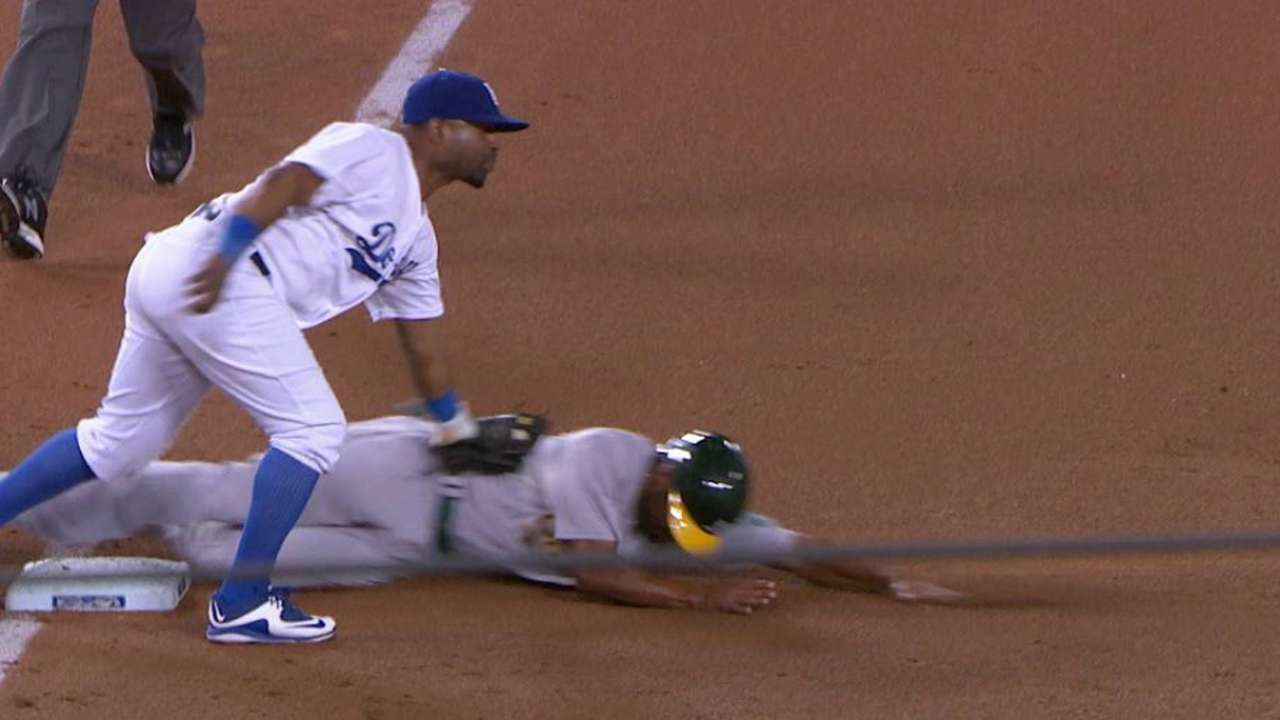 Grandal throws out Semien