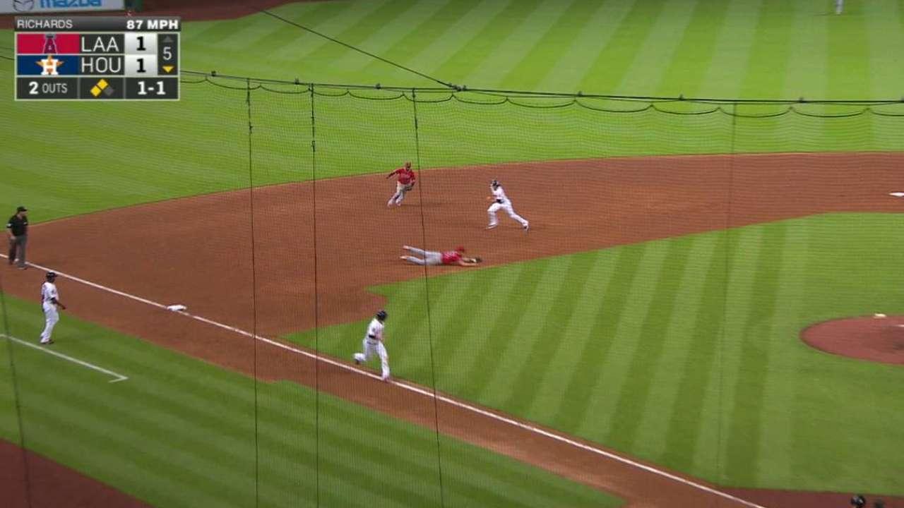 Astros doblegan a Angelinos y regresan a la cima