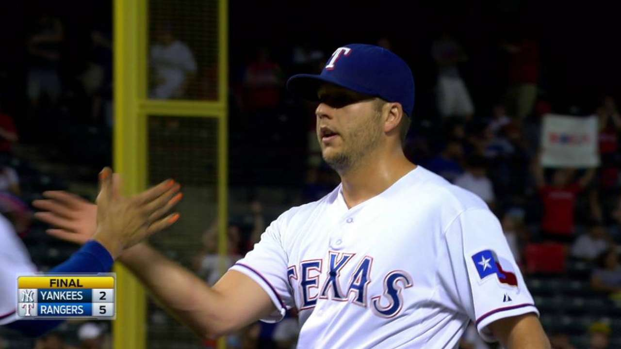 Tolleson earns save, Rangers win