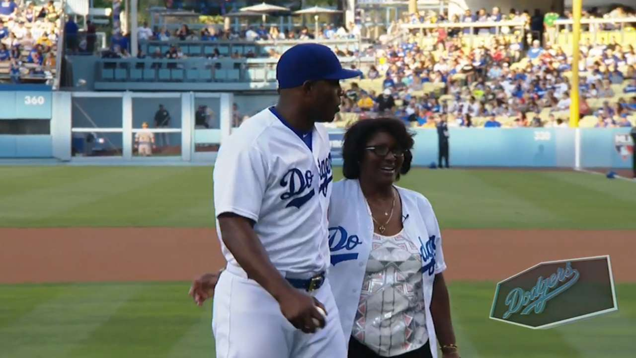 Puig's mom throws first pitch