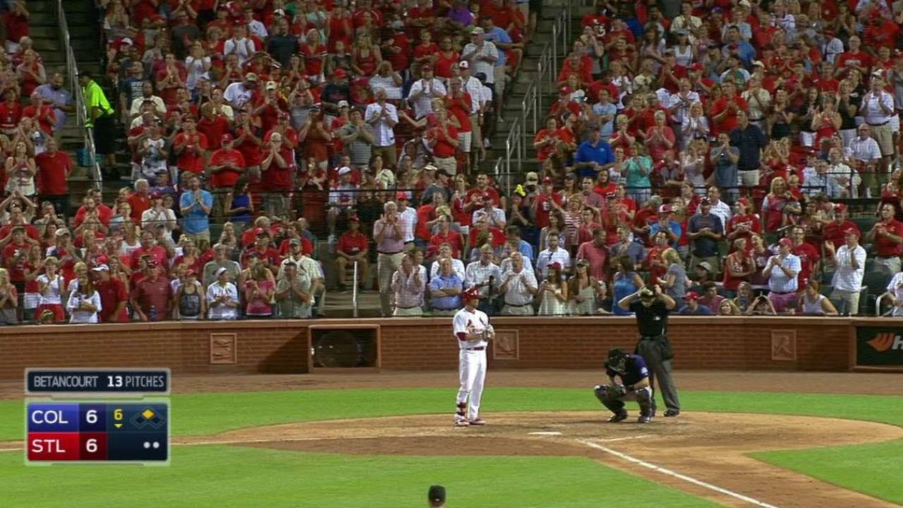 Moss gets ovation during at-bat