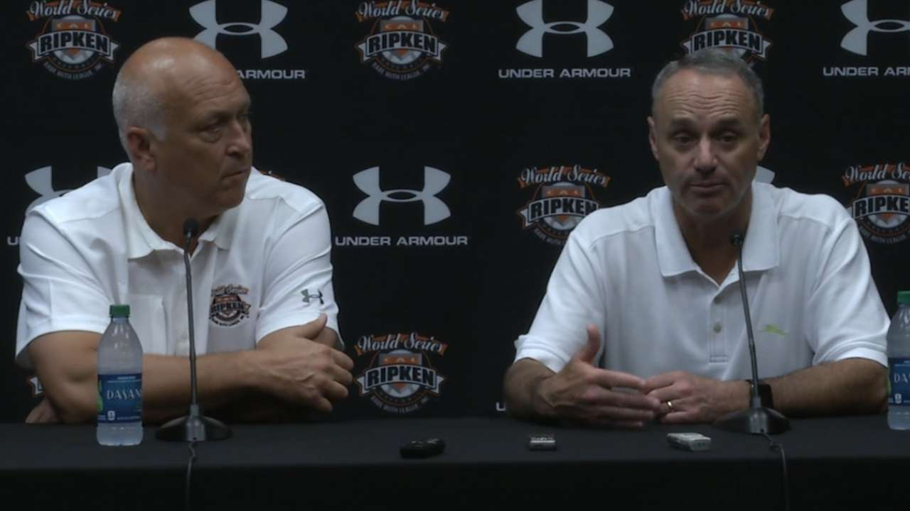 Manfred, Ripken share goals for youth outreach
