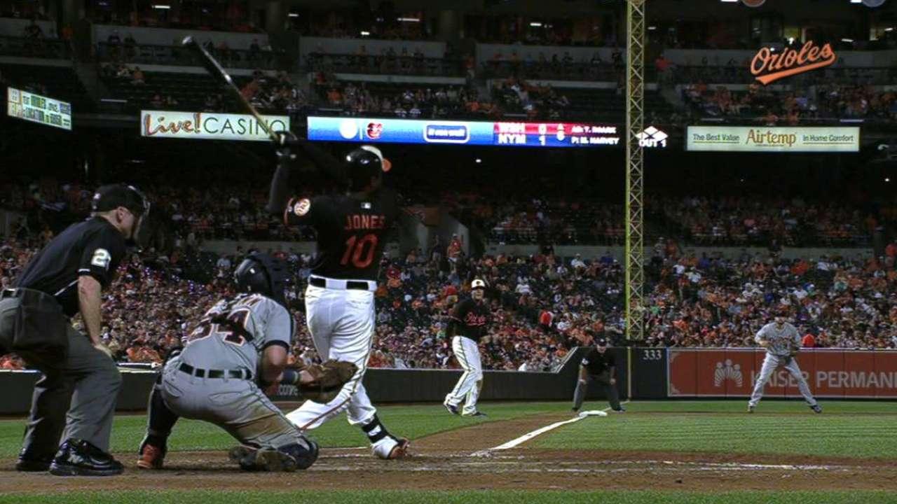 Jones' three-run homer