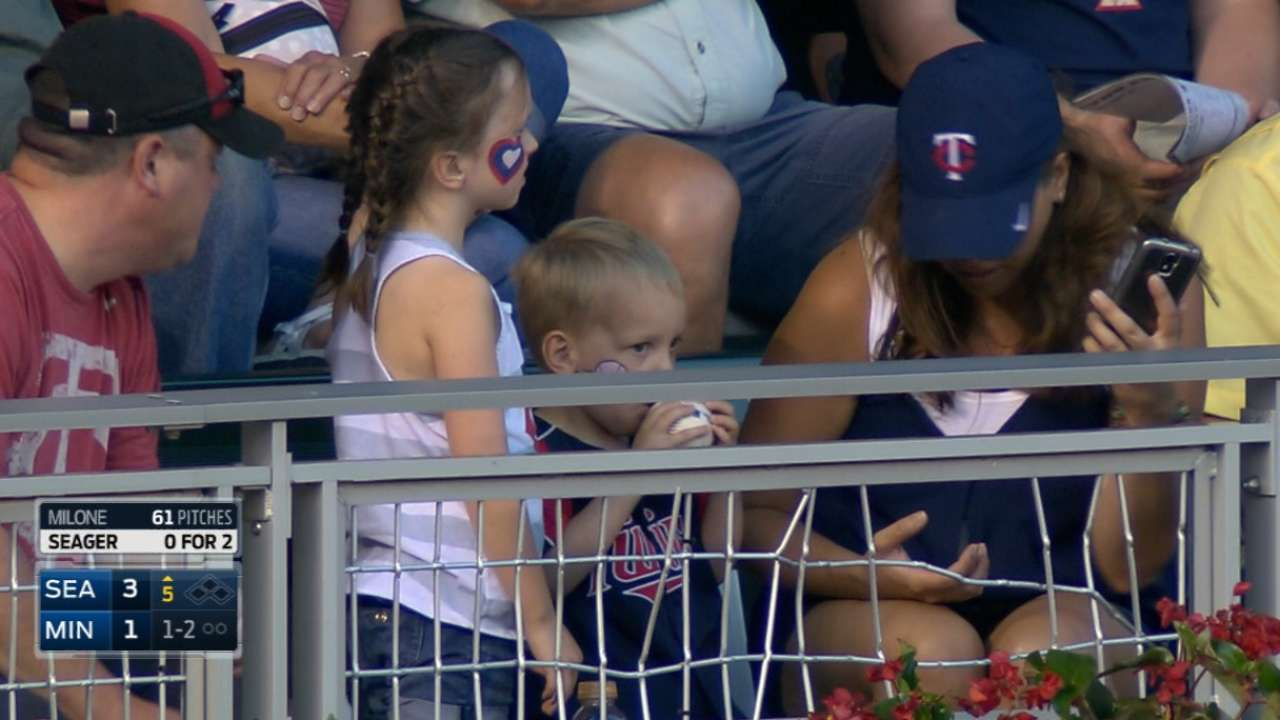 Sano's solo homer, kids get ball