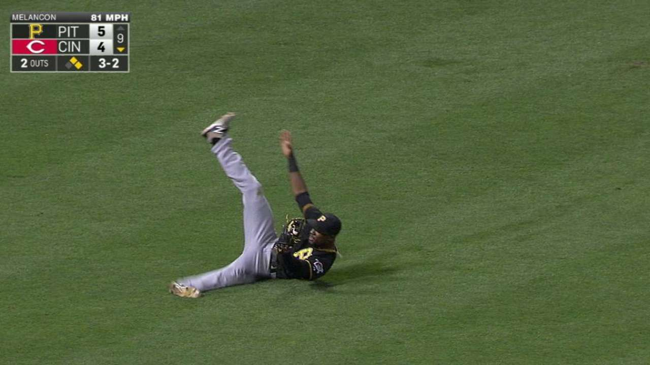 Bucs defeat Reds thanks to Marte's grab