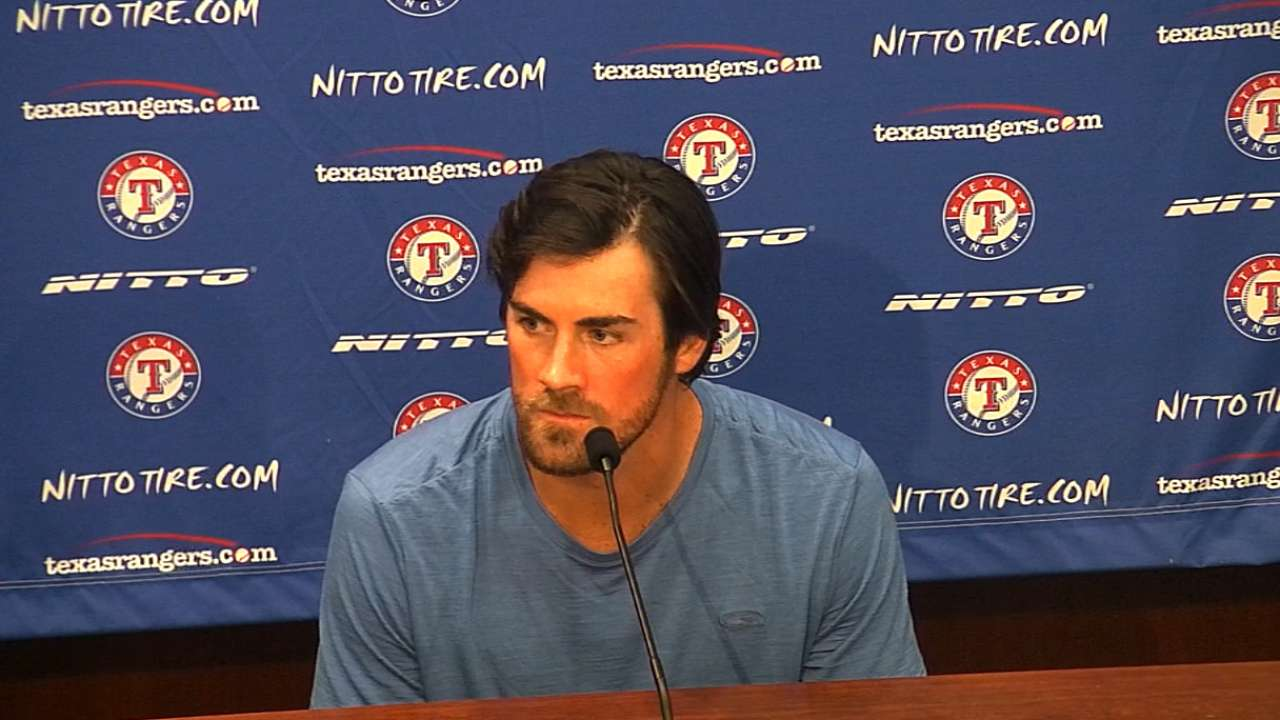Hamels expects to 'win ballgames' for Texas