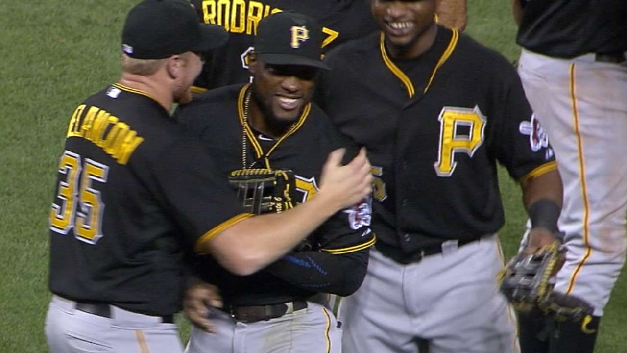 Marte single-handedly thwarts Reds' rally