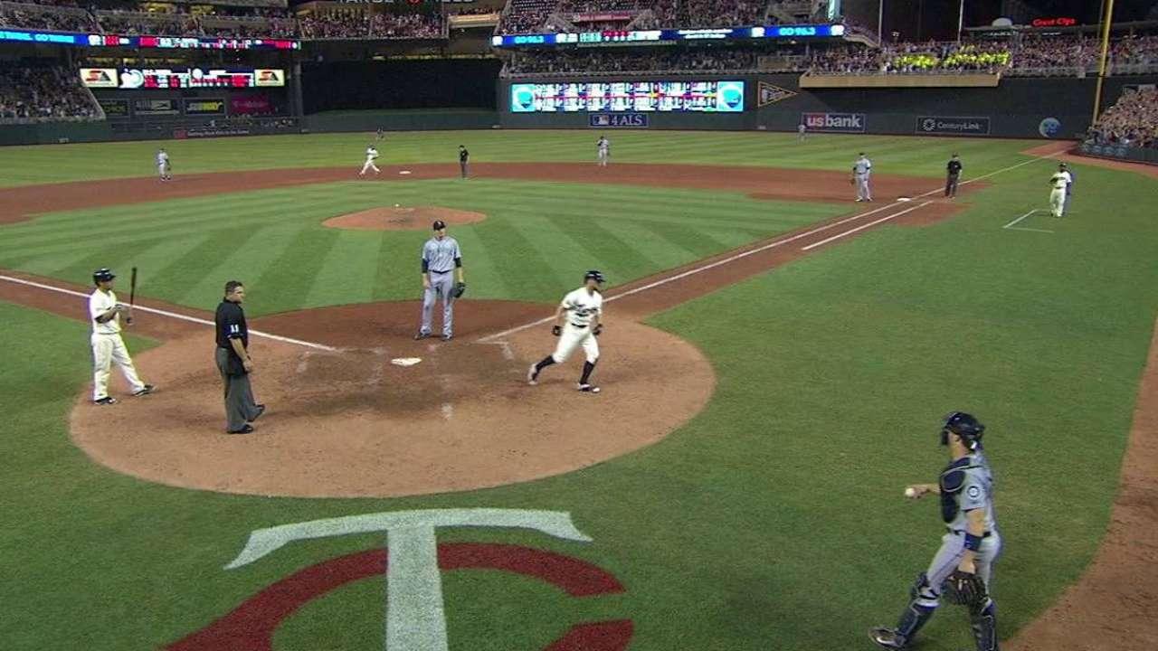 Suzuki's walk-off awakens bats from slumber