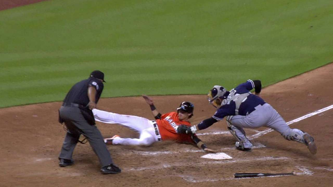 Alonso throws out Yelich at home
