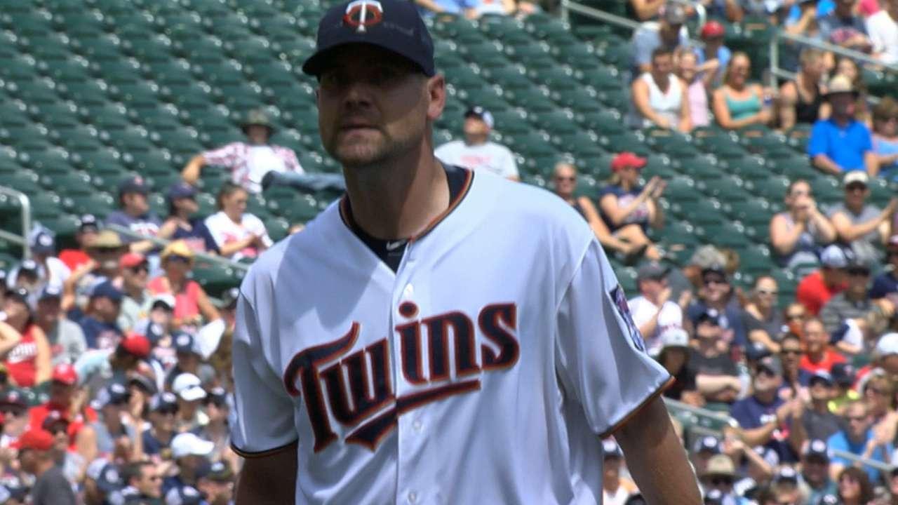 Pelfrey twirls gem, but Twins fall in extras