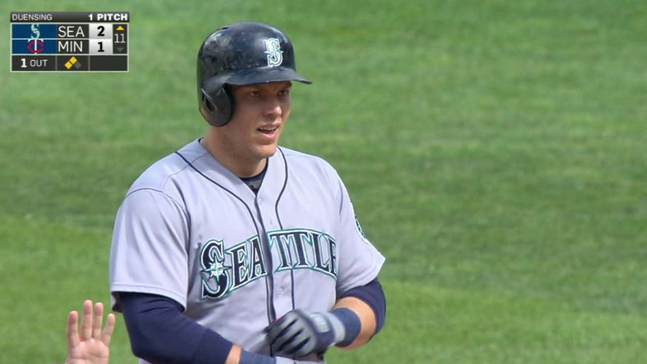 After duel, Mariners top Twins in 11 innings