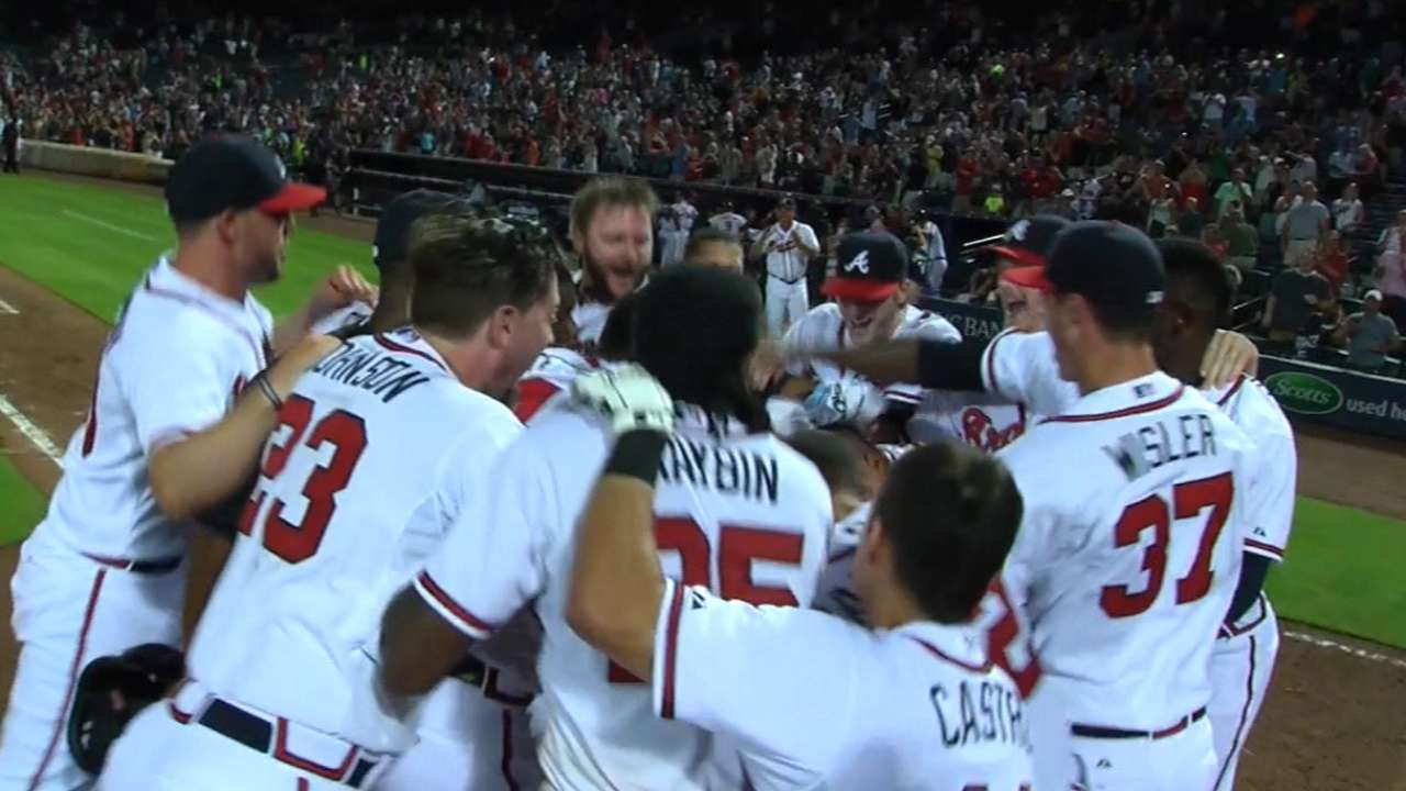 Braves battle back to beat Giants in extras