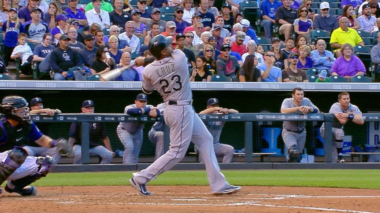 Cruz provides Mariners' power