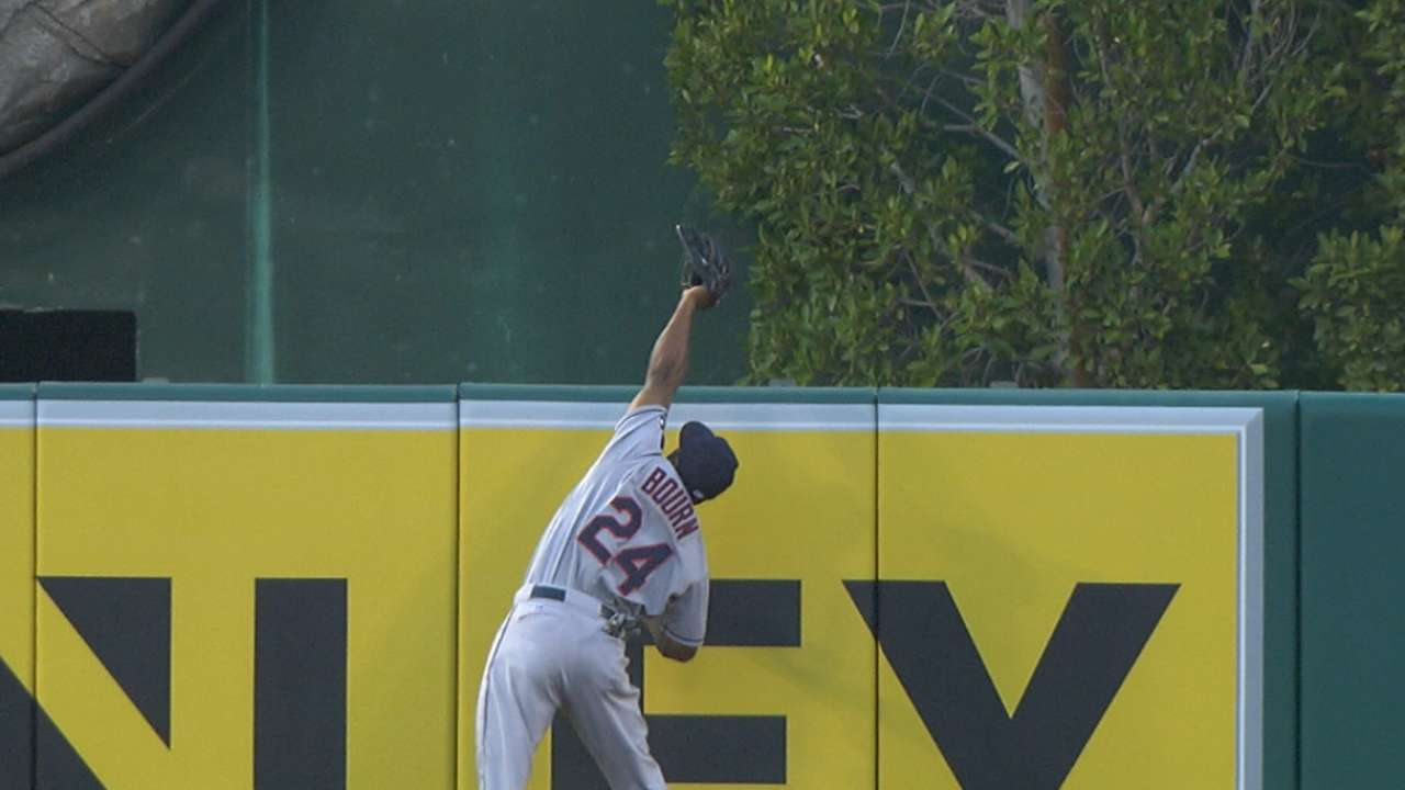 Bourn soars to rob HR with spectacular catch
