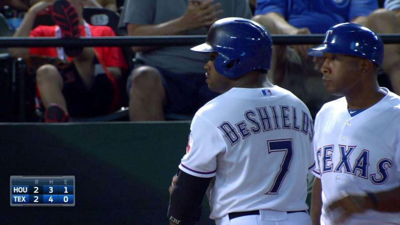 DeShields' RBI triple