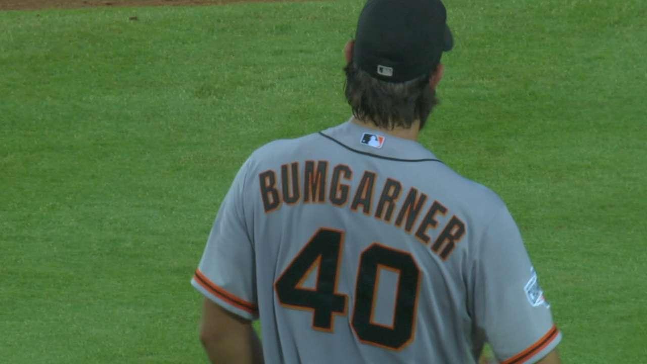 Bumgarner dominates Braves to take finale