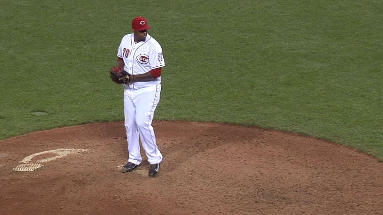 Jumbo comes up big for Reds in extra innings