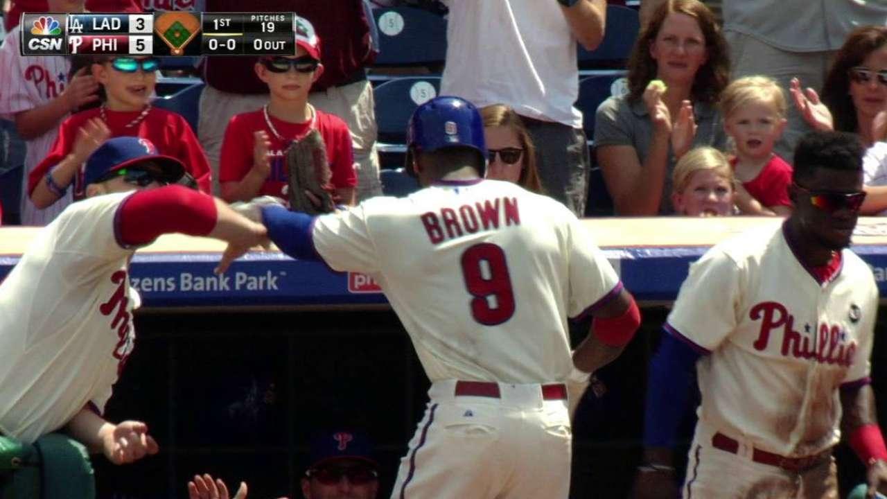Filis caen pese a buena tarde de Brown con el bate