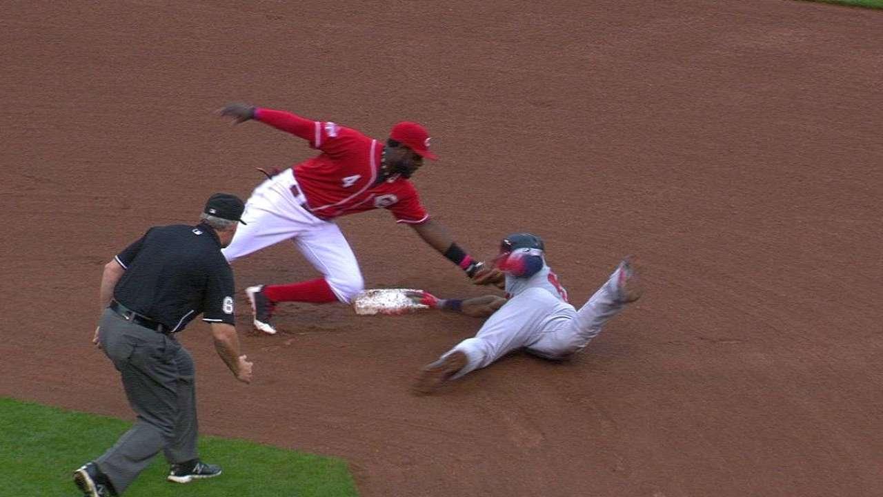 Heyward swipes second base