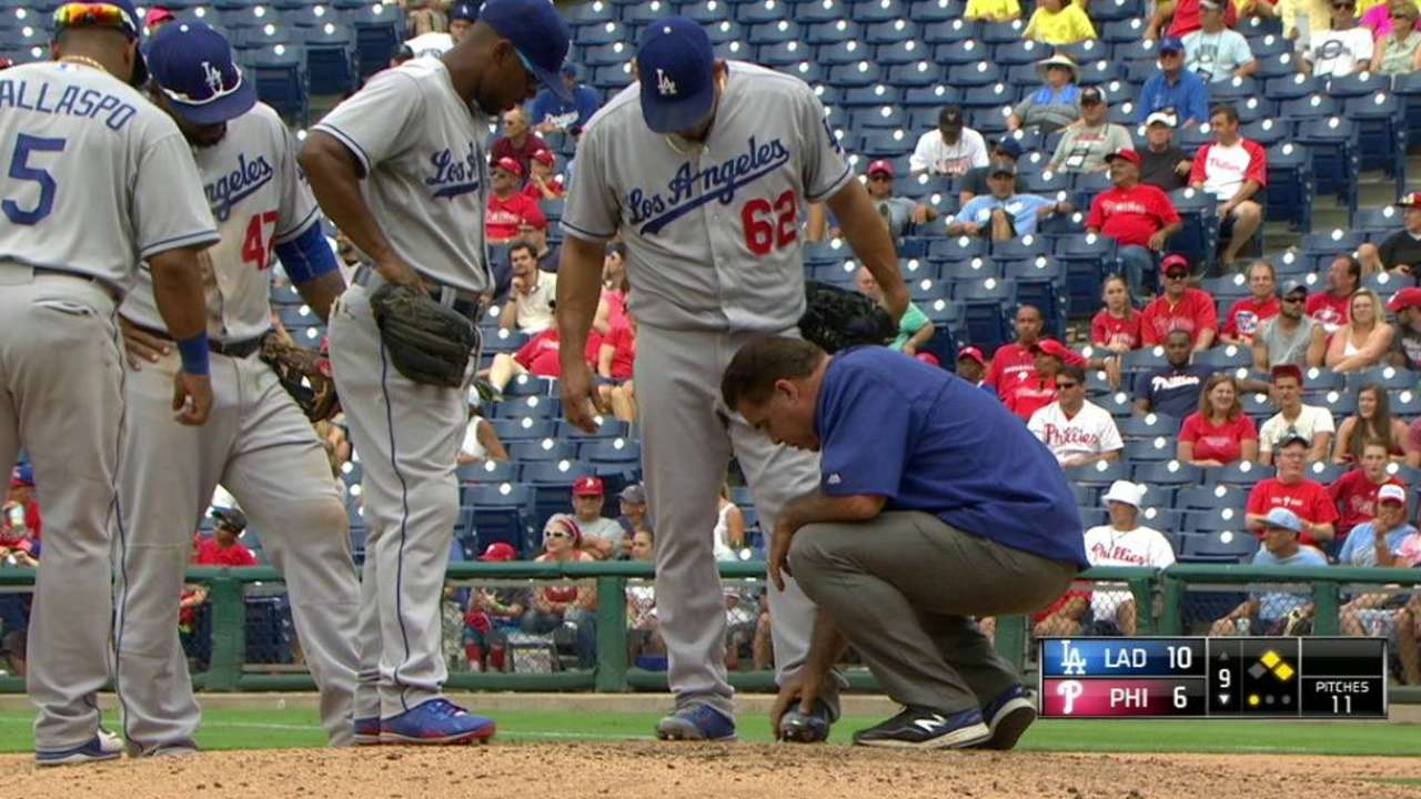 Dodgers' Peralta to DL with neck sprain