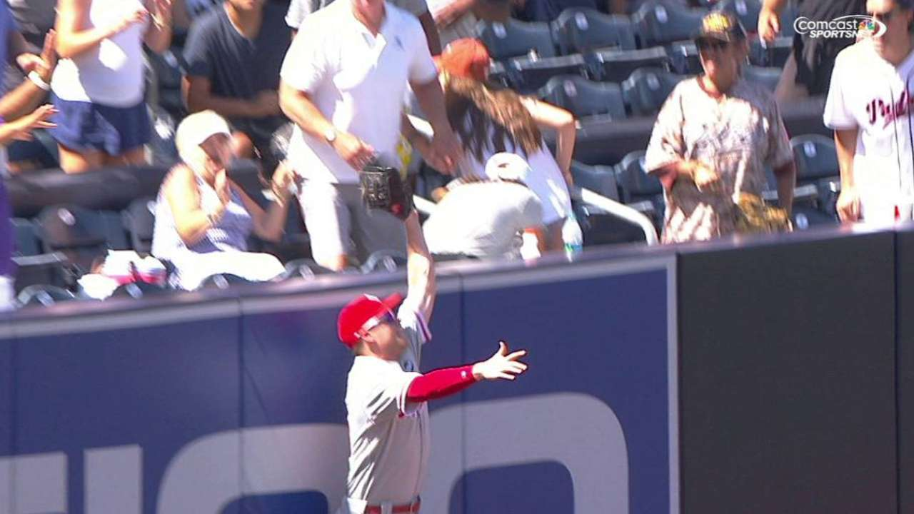 Asche's leaping catch robs homer