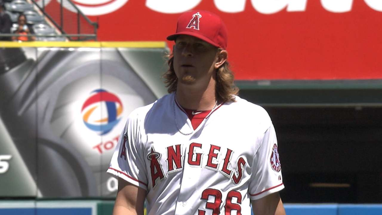 Weaver overcomes rocky first in return start
