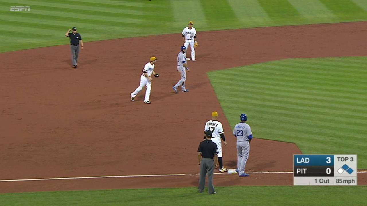 Pirates nab Ethier between bases